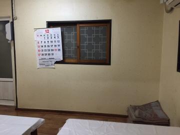 Less-than-unassuming interior of Buil shikdang